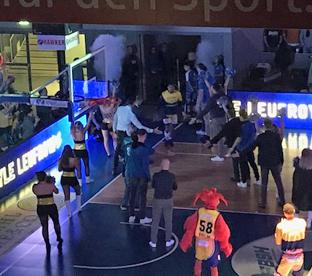 Thumbnail zu Sportkurse besuchen am Halloweenabend Basketball-Bundesligaspiel