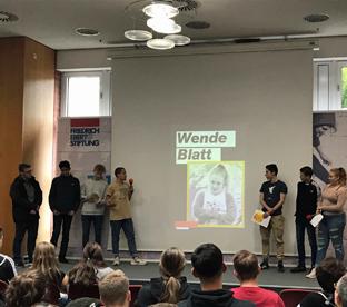 Thumbnail zu Politik macht Schule! Geschichtskurs zieht Demokratiebilanz bei Friedrich-Ebert-Stiftung